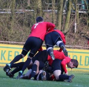 Saarlandliga:  Freude pur der Primstaler Spieler über den Derbysieg in Hasborn   Foto. Barth